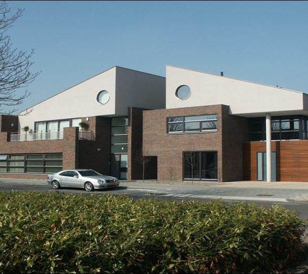 Inbreidlocatie te Deurne, 3 geschakelde woningen, bedrijfsruimte met bovenwoning en vrijstaande woning
